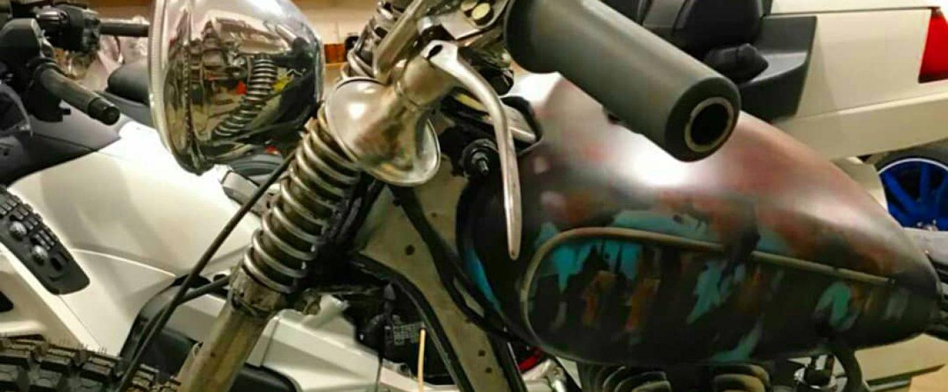 Ржавый мотоцикл:))